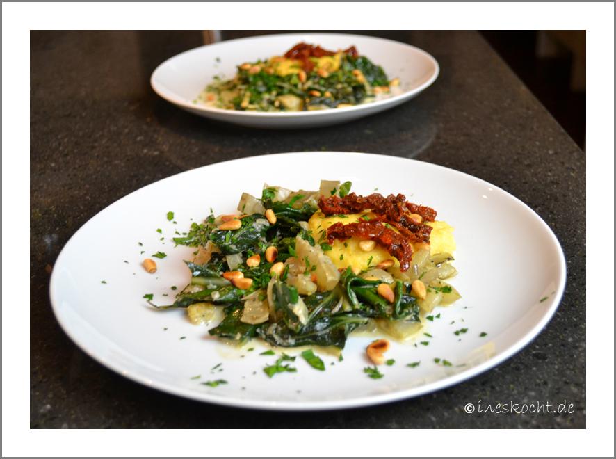 Parmesan-Polenta mit Mangold und Pinienkernen
