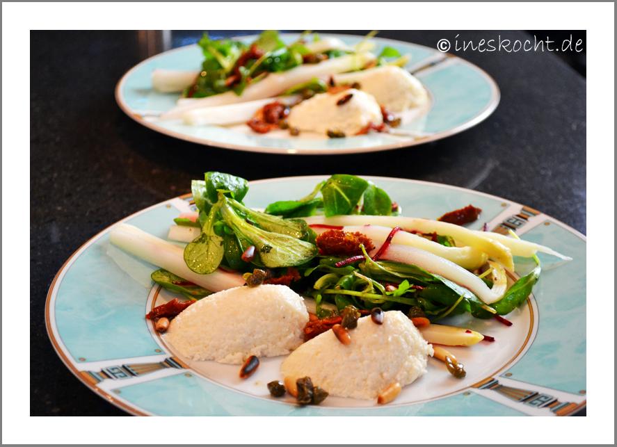 Mediterraner Spargelsalat mit Pecorino-Mousse und frittierten Karpern