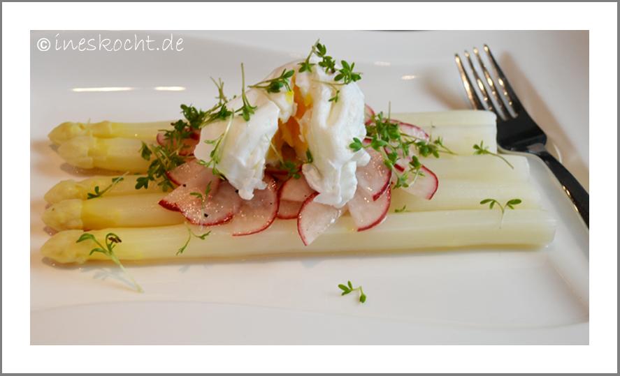 Spargel mit Radieschen-Vinaigrette und pochierem Ei