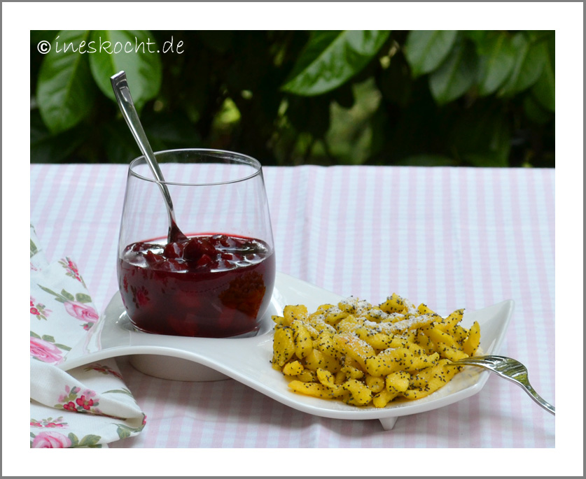 Mohnspätzle mit Kirschkompott