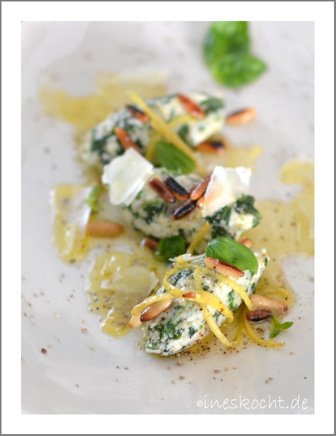 Ricotta-Spinat-Nocken mit Pinienkern-Zitronen-Butter