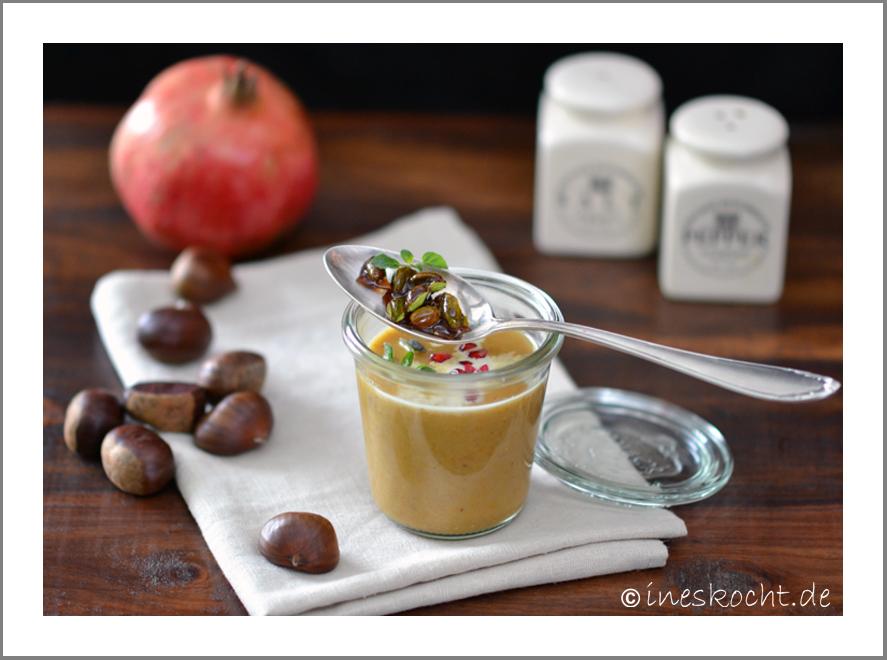 Maronensuppe mit Pistatzientopping und Granatapfelkernen